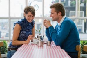 Ghid de dating in 10 pasi. Lectia 10 Cum sa treci cu bine peste prima intalnire