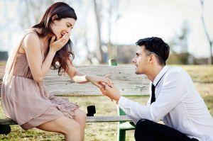 9 semne ca iubitul tau se pregateste sa te ceara de sotie