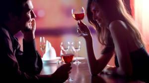 Cucereste-o cu atitudinea ta! 3 trucuri pentru a-ti seta limbajul corporal in modul flirt