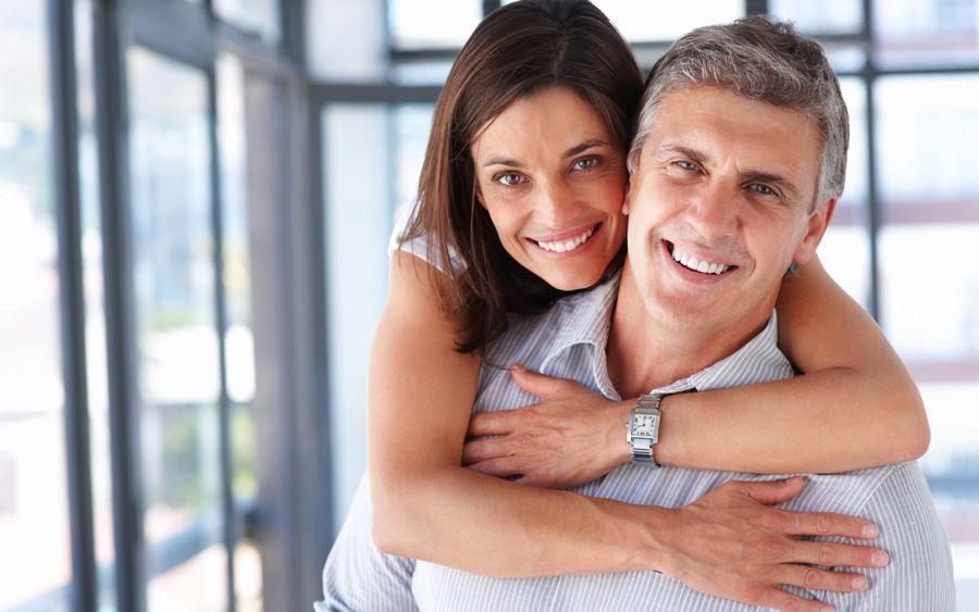 5 motive pentru care femeile ar trebui sa isi dea intalnire cu barbati mai in varsta