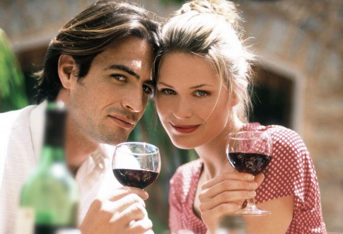 """Paar, Mann, Frau, """"zwei Personen"""", Liebespaar, Liebespaerchen, verliebt, Verliebte, Liebe, aussen, Aussenansicht, Aussenaufnahme, """"im Freien"""", trinken, trinkend, Alkohol, anstossen, Wein, Rotwein, Garten, Cover, """"Kopf an Kopf"""", zusammen, gemeinsam, Zweisamkeit,  Romantik, romantisch, vertraeumt, traeumerisch, traeumen, Glueck, Liebesglueck, Harmonie, harmonisch, Gastronomie, Restaurant, Freizeit, """"20-30 Jahre"""", """"ueber 20"""", """"ueber zwanzig"""", Twen, Erwachsener   man, woman, male, female, couple, """"two people"""", lovers, in love, love, outside, outdoor, outdoors, drink, drinking, alcohol, toast, wine, red wine, garden, cover, """"head to head """", """"looking at camera"""", together, togetherness, romance, romantic, dreamily,  dreamy, happiness, bliss, harmony, harmonious, catering, restaurant, leisure,""""free time"""", """"spare time"""", """"20-30 years"""", """"over 20"""", """"over twenty"""", twen, adults, adult     pp1010 *** Local Caption *** 00079886, Katalog, KAT09, default, Katalog/Katalog People"""