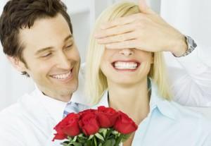 """Frau, Mann, People, Lifestyle, """"zwei Personen"""", innen, drinnen, Innenaufnahme, Innenansicht, """"20-30 Jahre"""", """"ueber 20"""", """"ueber zwanzig"""", Twen, Erwachsener, Paar, Liebespaar, Liebespaerchen, Liebe, Verliebte, verliebt, Verliebtheit, Liebesglueck, strahlen, strahlend, Glueck, Emotionen, """"Ausdruck positiv"""", lachen, lachend,   froehlich, gluecklich, freudig, Freude, freuen, stehen, zusammen, gemeinsam, Vertrauen, zaertlich, Zaertlichkeit, Harmonie, harmonisch, Blume, Blumen, Rose, Rosen, rot, Rosenstrauss, Blumenstrauss, Valentinstag, Romantik, romantisch, ausgelassen, Ausgelassenheit, Ueberraschung, Augen, zuhalten, Spass, Fun, Cover, unbeschwert, Unbeschwertheit, unbekuemmert, Unbekuemmertheit, sorglos, Sorglosigkeit  woman, man, lifestyle, people, """"two people"""", interior, interior shot, inside, indoor, indoors, """"20-30 years"""", """"over 20"""", """"over twenty"""", twen, adult, couple, lovers, love, in love, infatuated, infatuation, beam, beaming, happiness, joy, emotions, """"positive expression"""", laugh, laughing, happy, cheerful, enjoy, stand, closeness, intimacy, together, trust, confidence, tender, tenderness, harmony, harmonious, flower, flowers, rose, roses, red, bouquet of roses, bouquet, Valentine's Day, romanticism, romantic, playful, playfulness, light-hearted, light-heartedness, unconcern, unconcerned, carefree, carelessness   pp1003 *** Local Caption *** nur digital vorhanden"""